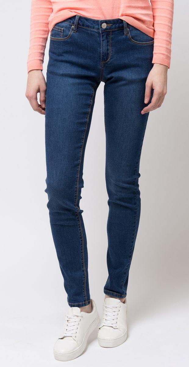 Джинсы женские Sela, цвет: синий. PJ-135/066-8102. Размер 25-32 (40-32)PJ-135/066-8102Стильные женские джинсы от Sela, выполненные из хлопка и полиэстера с добавлением эластана, позволят вам создать неповторимый, запоминающийся образ. Джинсы-скинни со средней посадкой застегиваются на пуговицу в поясе и ширинку на застежке-молнии. Модель имеет шлевки для ремня. Джинсы имеют классический пятикарманный крой: спереди модель оформлена двумя втачными карманами и одним маленьким накладным кармашком, а сзади - двумя накладными карманами. Модель оформлена контрастной прострочкой. Эти модные джинсы послужат отличным дополнением к вашему гардеробу. В них вы всегда будете чувствовать себя уверенно и удобно.