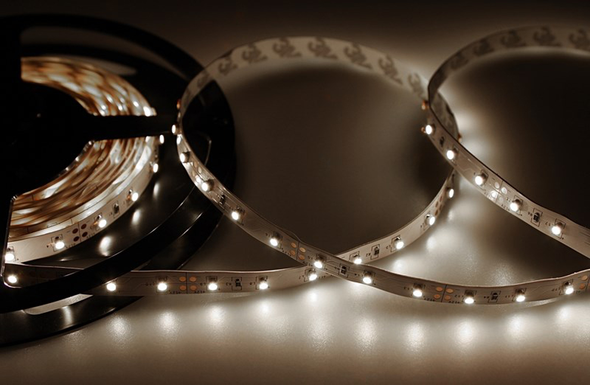 Светодиодная лента Neon-Night SMD 3528, 8 мм, IP23, 60 LED/m, 12V, цвет: белый