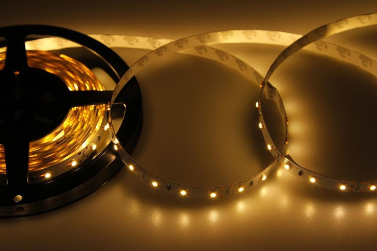 Светодиодная лента Neon-Night SMD 3528, 8 мм, IP23, 60 LED/m, 12V, цвет: тепло-белый
