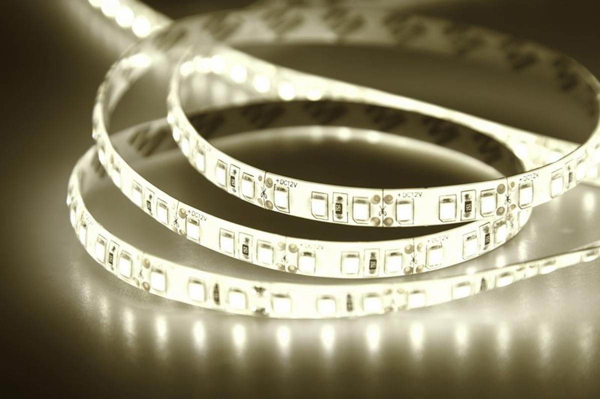 Светодиодная лента Neon-Night SMD 3528, силикон, 8 мм, IP65, 120 LED/m, 12V, цвет: тепло-белый