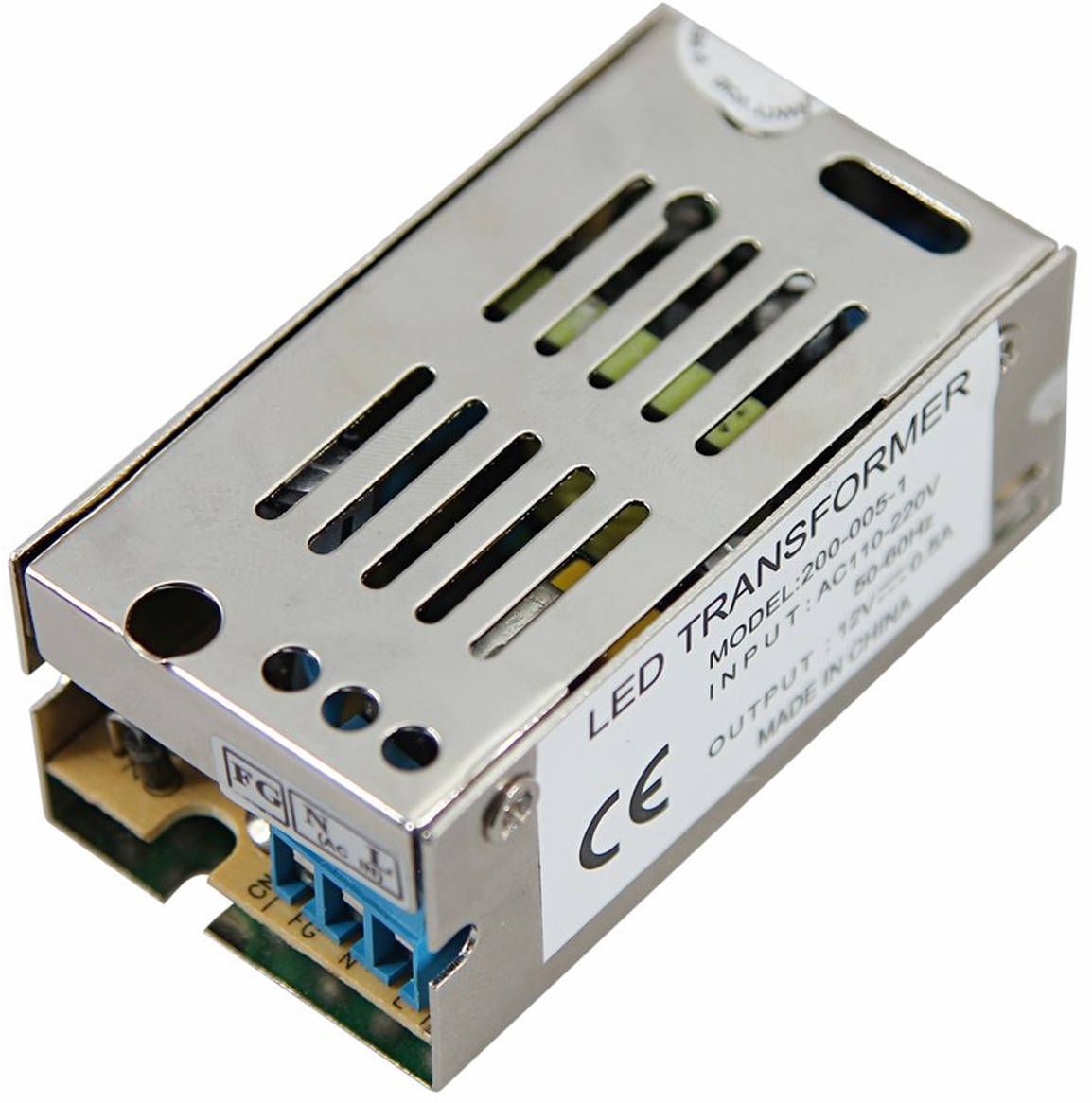 Блок питания для светильника Rexant, 0,5A, 5W, с разъемами под винт, без влагозащиты200-005-1Источник питания можно использовать не только для LED продукции, но и для систем безопасности, видеонаблюдения и питания любых других низковольтных систем. Данная модель имеет мощность 5 Вт и разъемы под винт для подключения.