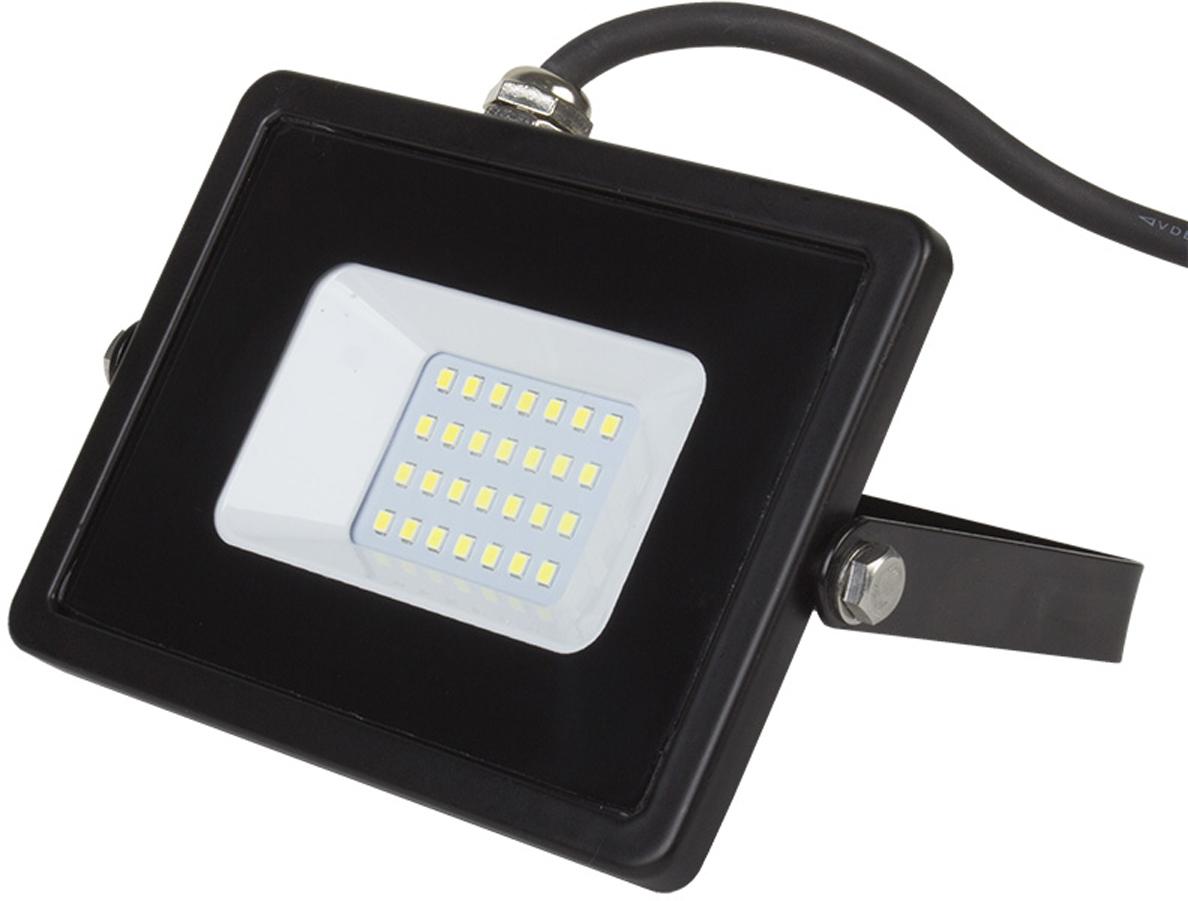 Светодиодный прожектор – осветительный прибор, широко применяемый в современном мире, как для точечного, так и для локального освещения не только в рекламных и промышленных целях, но в бытовом использовании для подсветки фасадов зданий, дачных домов, дорожек, стоянок для автомобиля, улиц и двориков. Обладает повышенной степенью защиты от пыли и влаги (IP65), что позволяет его использовать как внутри, так и снаружи помещения. Срок службы (до 50 000 часов), низкое энергопотребление, а также высокая светоотдача являются основными преимуществами светодиодных прожекторов. Данная модель имеет мощность 30 Вт.