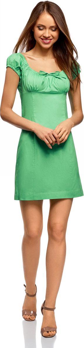 Платье oodji Ultra, цвет: ментоловый. 11902047-2B/14885/6501N. Размер 42-170 (48-170)11902047-2B/14885/6501NНежное и романтичное платье с короткими рукавами, застегивается сбоку на скрытую молнию. Глубокий вырез с завязками и присборенный спереди лиф красиво оформляют линию груди. Верхняя часть спины открыта. Короткие рукава-фонарики на резинке придают платью дополнительное очарование. Модель с завышенной талией и рельефными швами облегает фигуру и подчеркивает ее достоинства. Короткое платье уравновешивает пропорции, привлекает внимание к изгибам фигуры и открывает ноги. Легкая хлопковая ткань с небольшим добавлением эластана приятна для тела, дышит, не вызывает аллергии. Благодаря эластану платье тянется и подчеркивает фигуру. В этом платье вам будет комфортно даже в жаркую погоду. Женственное короткое платье прекрасно подойдет для особенных случаев. С ним вы легко сможете создать привлекательный и романтичный образ. В таком платье можно пойти на свидание, прогуляться по городу или по магазинам. Достаточно дополнить его подходящей случаю обувью и сумкой, и у вас готов стильный наряд! К такому платью легко подобрать сабо, босоножки, балетки или сандалии. В прохладную погоду платье можно дополнить кардиганом, жакетом или джинсовой курткой. Легкий и нежный наряд для соблазнительных образов!