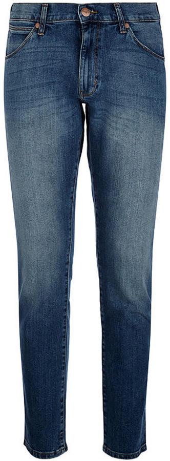 Джинсы мужские Wrangler Larston, цвет: синий. W18S8299T. Размер 33-32 (48/50-32)W18S8299TСтильные мужские джинсы Wrangler Larston - джинсы высочайшего качества, которые прекрасно сидят. Модель слегка зауженного к низу кроя и средней посадки изготовлена из хлопка с добавлением эластана, не сковывает движения и дарит комфорт.Джинсы на талии застегиваются на металлическую пуговицу, а также имеют ширинку на застежке-молнии и шлевки для ремня. Спереди модель дополнена двумя втачными карманами и одним небольшим накладным кармашком, а сзади - двумя большими накладными карманами.Эти модные и в тоже время удобные джинсы помогут вам создать оригинальный современный образ. В них вы всегда будете чувствовать себя уверенно и комфортно.