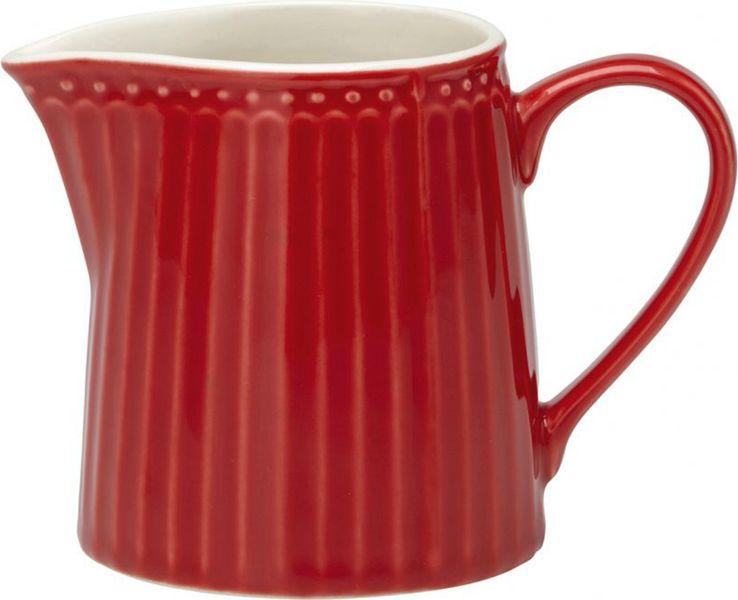 Молочник Alice red – стильный кухонный аксессуар, незаменимый для любителей кофе с молоком. Великолепно смотрится как вазочка в тандеме с небольшим букетом цветов. Базовая коллекция Alice создана для идеального сочетания посуды ранних и будущих коллекций Greengate. Впервые появилась в каталогах в 2016 году и с тех пор завоевала миллионы сердец своей универсальностью, насыщенными цветами и разнообразием посудной линейки. Сочный красный цвет Alice red традиционно выигрышно смотрится не только в праздничный зимний период, но и летом, когда яркие краски фруктов, овощей и ягод выгодно подчеркивают сервировку. Сочетать красную посуду Грингейт с изделиями других коллекций не составит особого труда, ведь оттеняя ее серым, можно выгодно подчеркнуть ягодную яркость, а добавив элементы с золотой отделкой, придать сервировке праздничный оттенок.Объем - 250 млCтрана-производитель – Дания