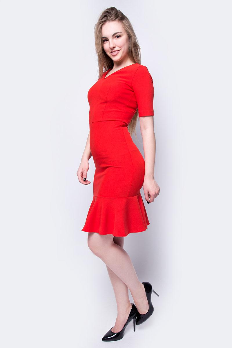 Платье adL, цвет: красный. 12433549000_006. Размер XS (40/42)12433549000_006Платье от adL выполнено из эластичного полиэстера с добавлением вискозы. Модель облегающего кроя с короткими рукавами и V-образным вырезом горловины на спине застегивается на потайную молнию, по низу декорирована широким воланом.