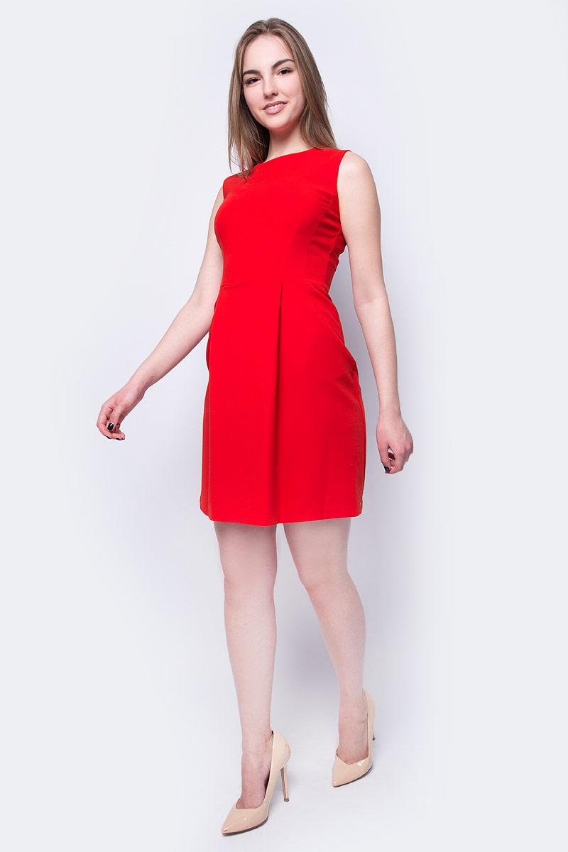 Платье adL, цвет: красный. 12433508000_006. Размер S (42/44)12433508000_006Платье от adL выполнено из эластичного полиэстера с добавлением вискозы. Модель приталенного кроя без рукавов и с круглым вырезом горловины на спине застегивается потайную молнию.