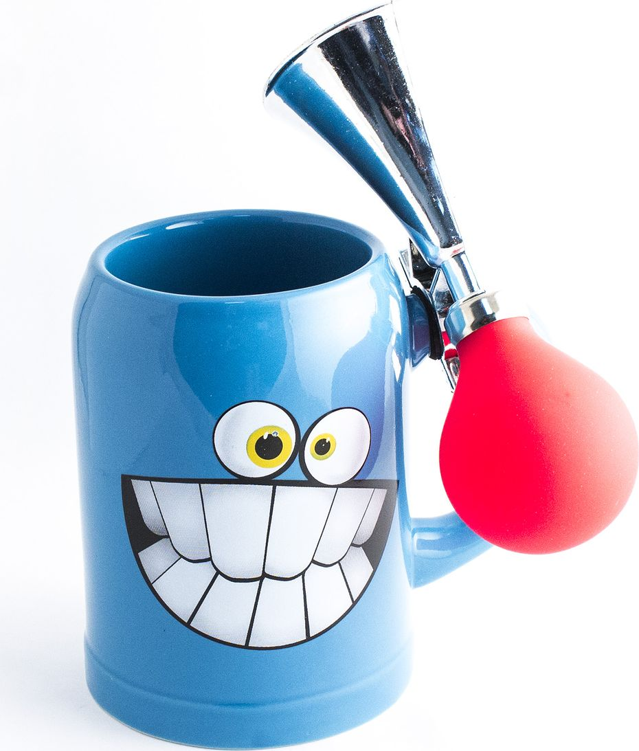 Кружка пивная Эврика, с клаксоном, цвет: голубой98257Кружка пивная со клаксоном Пивная кружка, имеющая собственное выражение лица, станет приятным спутником вечера. Она может не только улыбнуться и подмигнуть, но и подать голос, стоит лишь нажать на грушу клаксона или дернуть за звонок. Кружка имеет удобную широкую ручку и классический полулитровый объём. Материал: керамика, металл, пластик Упаковка: картон Размеры кружки: 13х14х15 см Размеры упаковки: 15х16х18 см