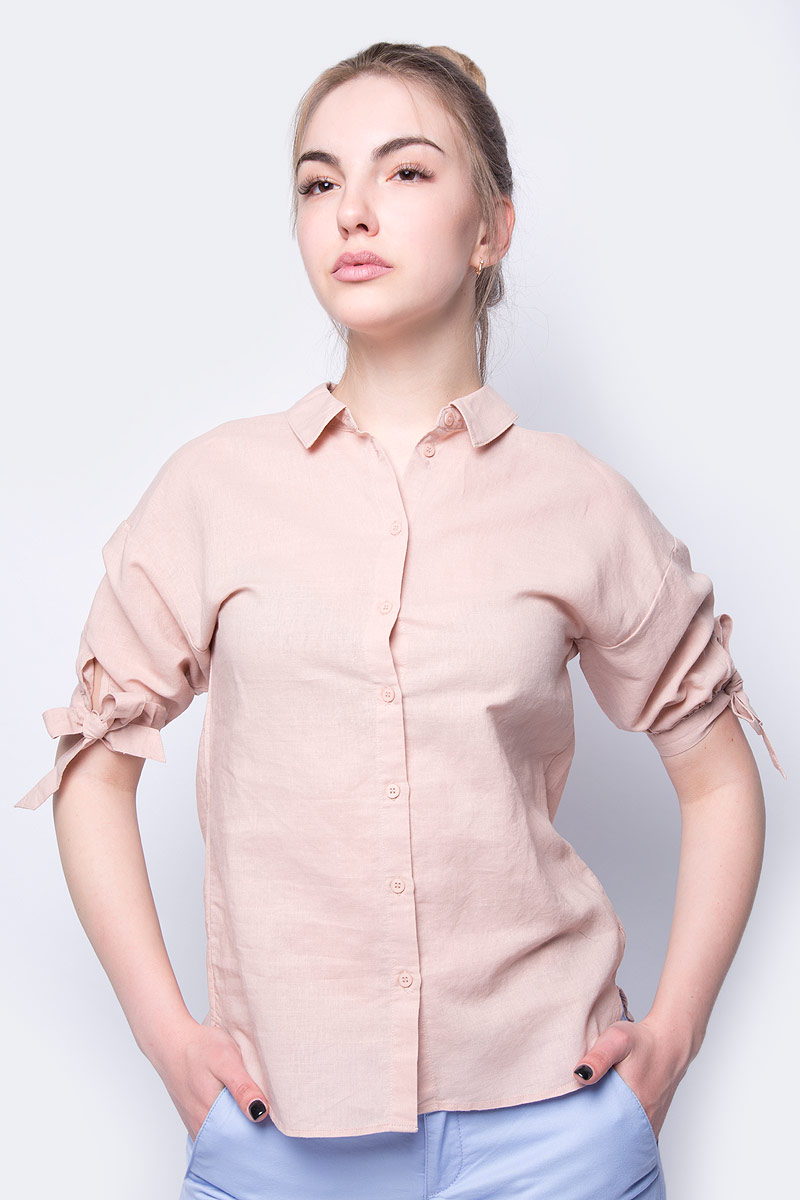 Блузка женская Sela, цвет: телесный. Bs-112/530-8223. Размер 46Bs-112/530-8223Женская блузка от Sela выполнена из льна и хлопка. Модель с короткими рукавами и отложным воротником застегивается на пуговицы. Рукава оформлены завязками.