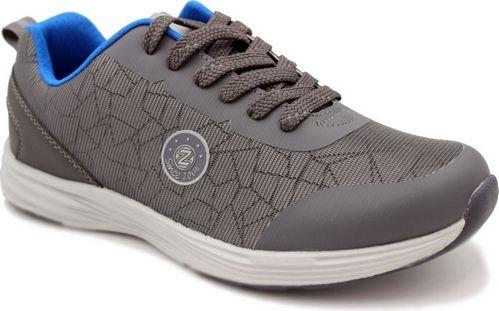 Кроссовки для мальчика Зебра, цвет: серый. 12421-10. Размер 3812421-10Комфорт и максимальное удовольствие от использования - это модные, стильные, яркие, оригинального дизайна кроссовки ТМ Зебра. Новинка сезона неизменно удивит и порадует всех ценителей спортивной обуви.Верх кроссовок изготовлен из инновационного материала, способного менять свой цвет в зависимости от освещения. Это особенно актуально в темное время суток для достижения дополнительной безопасности: при освещении фарами машин материал верха становится ярким и даже совсем изменяет свой цвет, в зависимости от модели.Неизменно наличие двухслойной анатомически профилированной стельки из натуральной кожи, способствующей правильному расположению стопы и обеспечивающей дополнительное ощущение комфорта.