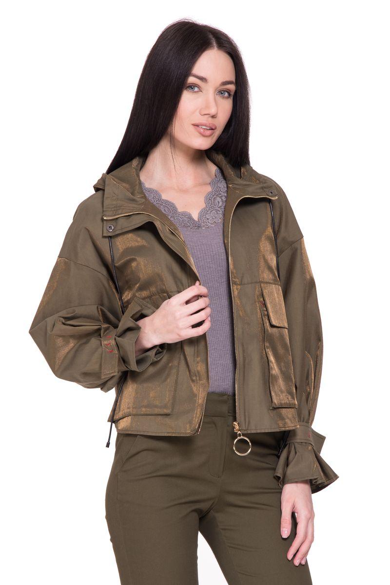 Куртка женская Lusio, цвет: хаки. SK18-050004. Размер M (44/46)SK18-050004Яркая женская куртка Lusio, выполненная из хлопка с добавлением полиэстера, отлично дополнит повседневный образ. Модель с капюшоном застегивается на молнию и ветрозащитный клапан на кнопках. Манжеты рукавов дополнены хлястиком с липучкой для регулировки объема. Изделие дополнено двумя накладными карманами с клапанами, капюшон дополнен шнурком.