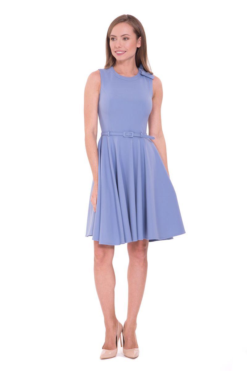 Платье Lusio, цвет: синий. SS18-020132. Размер S (42/44)SS18-020132Модное платье Lusio станет отличным дополнением к вашему гардеробу. Модель выполнена из полиэстера с добавлением эластана. Платье с круглым вырезом горловины и без рукавов застегивается на скрытую молнию на спине. Изделие дополнено на талии поясом.