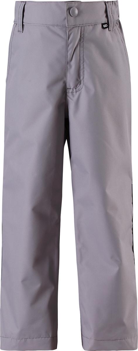 Брюки утепленные детские Reima Reimatec Slana, цвет: серый. 5222219370. Размер 1225222219370Брюки от Reima выполнены из ветро- и водозащитного материала с полиуретановым покрытием. Модель в поясе застегивается на кнопку, имеет шлевки для ремня и ширинку на молнии. Объем талии регулируется при помощи эластичной резинки на пуговицах. По бокам брюки дополнены втачными карманами. Брючины по низу регулируются хлястиками на липучках.
