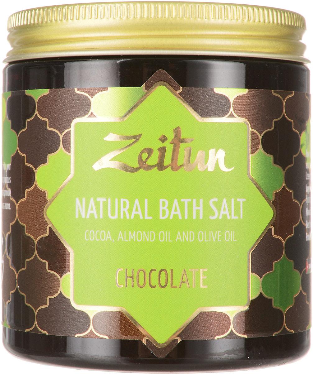 Зейтун Аромасоль для ванны шоколадная, 250 млZ2106Знаете ли вы, каково это – купаться в шоколаде? Это вовсе не сказка: просто погрузитесь один раз в целебнуюсолевую ванну, наполненную умопомрачительным ароматом какао и ванили, и предайтесь безграничномуудовольствию! Шоколадная ароматическая соль для ванн Zeitun содержит настоящие тертые бобы какао и измельченныестручки ванили, чей аромат способен наполнить вас ощущением счастья и открыть для вас истинный вкус кжизни. Кроме того, эти компоненты прекрасно питают кожу, делая ее упругой, гладкой и сияющей. Основа из солей Мертвого моря и Индийского океана обеспечивает коже самое богатое микроэлементноепитание и оздоровление, а гидрофильные масла оливы и миндаля глубоко увлажняют, полностью впитываясь ине оставляя масляных разводов на воде. В составе шоколадной соли Мертвого моря и Индийского океана – настоящее ароматное какао в сочетанииглубоко увлажняющими растительными маслами:Измельченные какао бобы – источник около 500 полезных активных веществ: витаминов, минералов, микро- имакроэлементов. Какао превосходно смягчает сухую, обезвоженную кожу, придает ванной процедуре ни с чемне сравнимый шоколадный аромат, обеспечивает прилив эндорфинов.Ваниль обладает прекрасными антиоксидантными свойствами, снимает кожные раздражения, превосходнорегенерирует, дарит шоколадному аромату теплый пикантный оттенок.Соль Мертвого моря – самая настоящая кладезь для здоровья, у которой нет ни единого аналога в мире.Богатая микроэлементами соль поистине волшебно воздействует на общее состояние организма, борется скожными заболеваниями, снимает усталость мышц и суставов.Соль Индийского океана обладает уникальным макро- и микроэлементным составом, который высоко ценится вмедицине и косметологии. Соль способствует активному насыщению клеток практически всем спектромнеобходимых веществ, программирует кожу на правильное усвоение и распределение энергии, препятствуянакапливанию жировых отложений.Гидрофильные масла (оливковое, миндальное) проходят