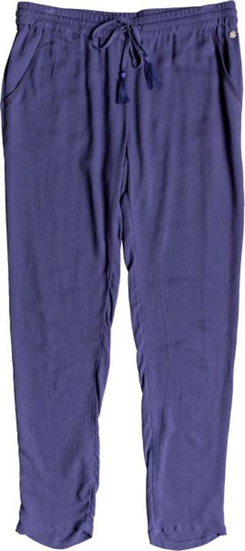 Брюки женские Roxy Bimini, цвет: синий. ERJNP03154-BRE0. Размер XS (40)ERJNP03154-BRE0Стильные брюки Roxy Bimini разнообразят ваш повседневный гардероб и помогут создать модный летний образ. Модель зауженного кроя изготовлена из мягкой вискозы плотностью 140 г/м2 и имеет пояс на широкой резинке, дополнительно регулируемый шнурком с кисточками. Брюки дополнены двумя втачными карманами.