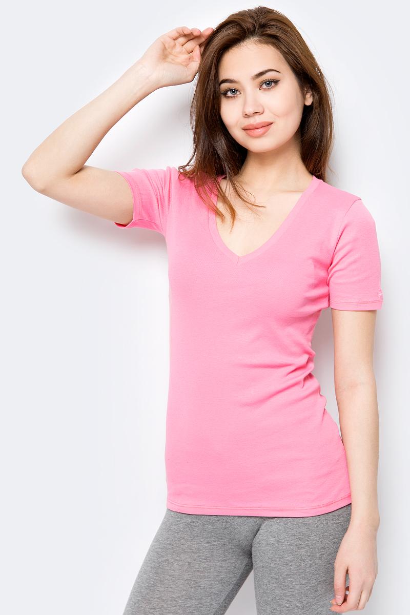 Футболка женская United Colors of Benetton, цвет: розовый. 3GA2E4158_3R5. Размер L (46/48)3GA2E4158_3R5Базовая футболка от United Colors of Benetton выполнена из натурального хлопкового трикотажа. Модель с короткими рукавами и V-образным вырезом горловины.