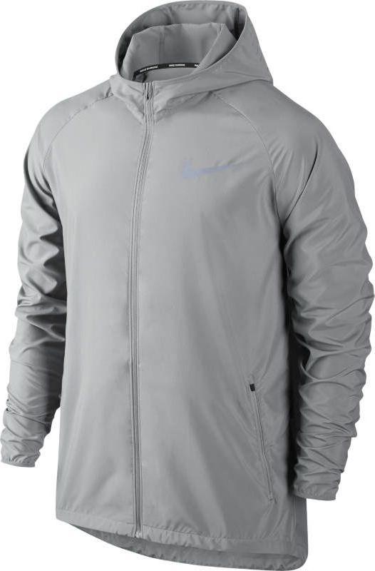 Ветровка мужская Nike Essential Hooded Running Jacket, цвет: серый. 856892-092. Размер L (50/52)856892-092Легкая и водонепроницаемая мужская беговая ветровка Nike Essential Hooded обеспечивает защиту и комфорт благодаря специальному капюшону, вентиляционному разрезу на спине и удобному карману для медиаустройства. Водоотталкивающее покрытие защищает от суровой погоды. Плотно прилегающий капюшон защищает от холода, не ограничивая обзор. Внутренний карман из сетки для удобного хранения медиаустройства. Заворачивающиеся эластичные манжеты из мягкой ткани для надежной плотной посадки во время бега. Фиксаторы шнурков на кромке и задней стороне капюшона для регулируемой посадки. Заниженная сзади нижняя кромка для дополнительной защиты. Разрезы на спине и груди усиливают циркуляцию воздуха.