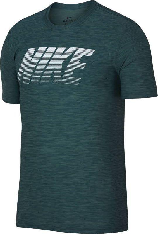 Футболка мужская Nike Breathe Training Top, цвет: зеленый. 942116-365. Размер M (46/48)942116-365Мужская футболка для тренинга Nike Breathe из супермягкой ткани джерси сохраняет тело сухим и обеспечивает комфорт благодаря функциональной посадке, которая разработана специально для движения. Ткань Nike Breathe отводит влагу и обеспечивает ощущение прохлады. Линии силуэта повторяют изгибы тела и не стесняют движений. Удлиненная сзади нижняя кромка для дополнительной защиты. Спереди по центру нанесена графика NIKE.