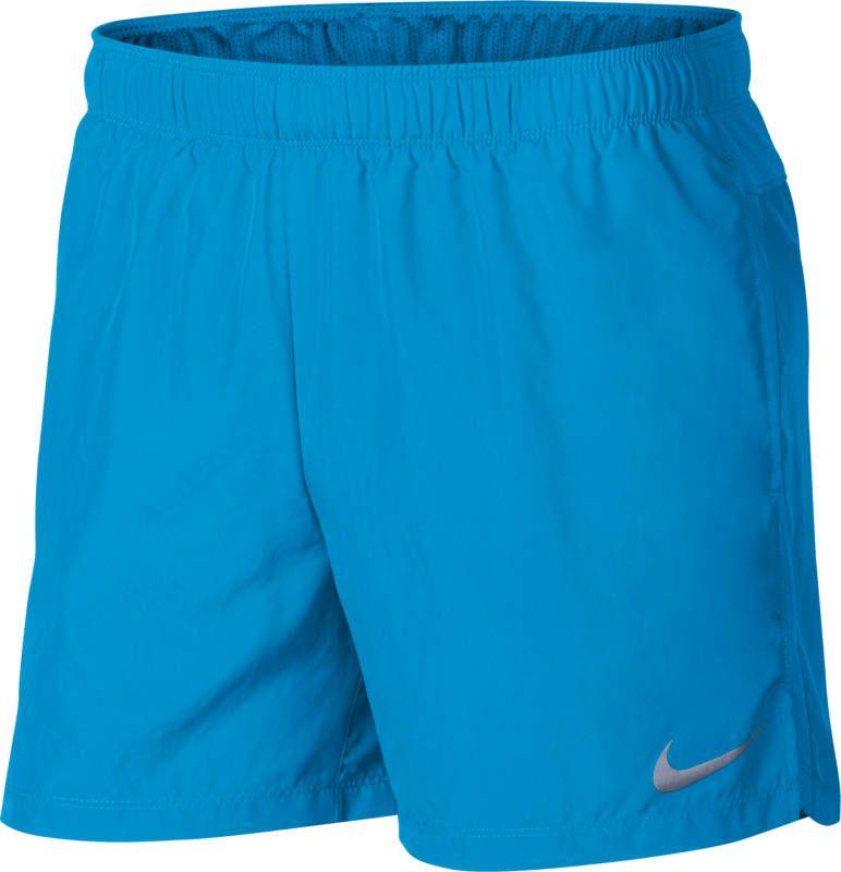 Шорты мужские Nike Challenger Running Shorts, цвет: синий. 908796-482. Размер L (50/52)908796-482Мужские шорты Nike - это незаменимый атрибут в гардеробе любого спортсмена. Стильные удобные шорты выполнены из 100% полиэстера, благодаря чему превосходно сидят, не стесняют движений и великолепно отводят влагу, оставляя тело сухим даже во время интенсивных тренировок. Модель дополнена широкой эластичной резинкой на талии.