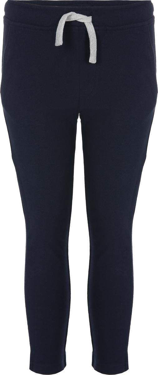 Брюки спортивные для мальчика United Colors of Benetton, цвет: синий. 3DZ0I0662_13C. Размер 1403DZ0I0662_13CСпортивные брюки от United Colors of Benetton выполнены из плотного хлопкового текстиля. Модель зауженного кроя, кулиска на талии, боковые карманы, сзади – накладной карман.