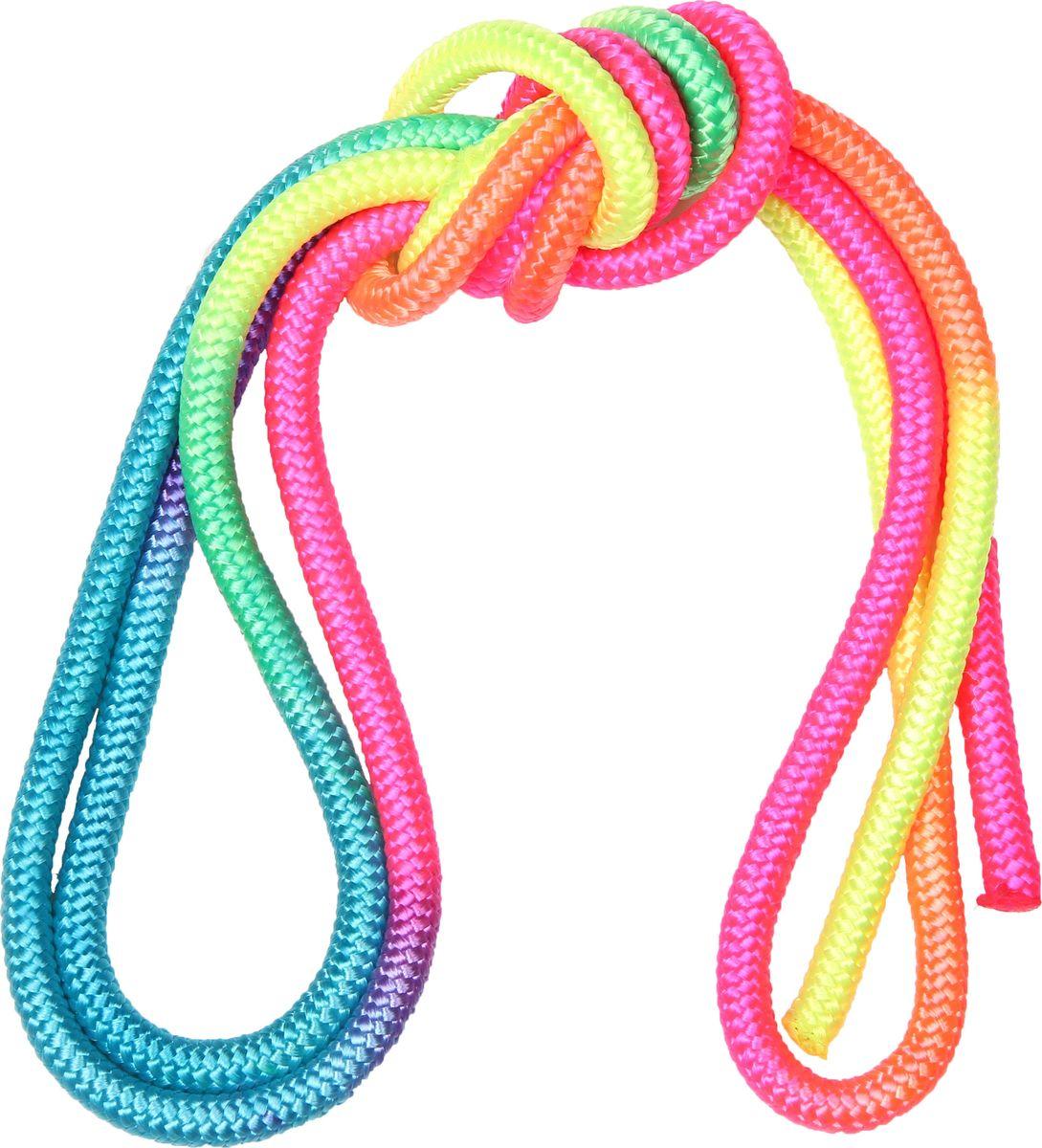 Скакалка гимнастическая Indigo, цвет: разноцветный, 3 м. 0002404100024041Скакалка гимнастическая используется как один из предметов в художественной гимнастике.Яркая Гимнастическая скакалка Great не имеет ручек, вместо них можно завязывать узел или обжигать края в веревочной скакалке.Упражнения со скакалкой для художественной гимнастики хорошо укрепляют мышцы всего тела, особенно ног, повышают состояние общей тренированности и выносливости.Веревка для скакалки должна быть длиной 2,5 - 3 м.