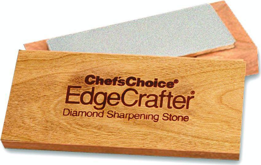 Точильный камень с 100% алмазными абразивами, обеспечивающий идеальную систему заточки ножей и инструмента. Абсолютно ровная точильная поверхность не меняющаяся в отличи водяных точильных камней. Подставка из цельного дерева.