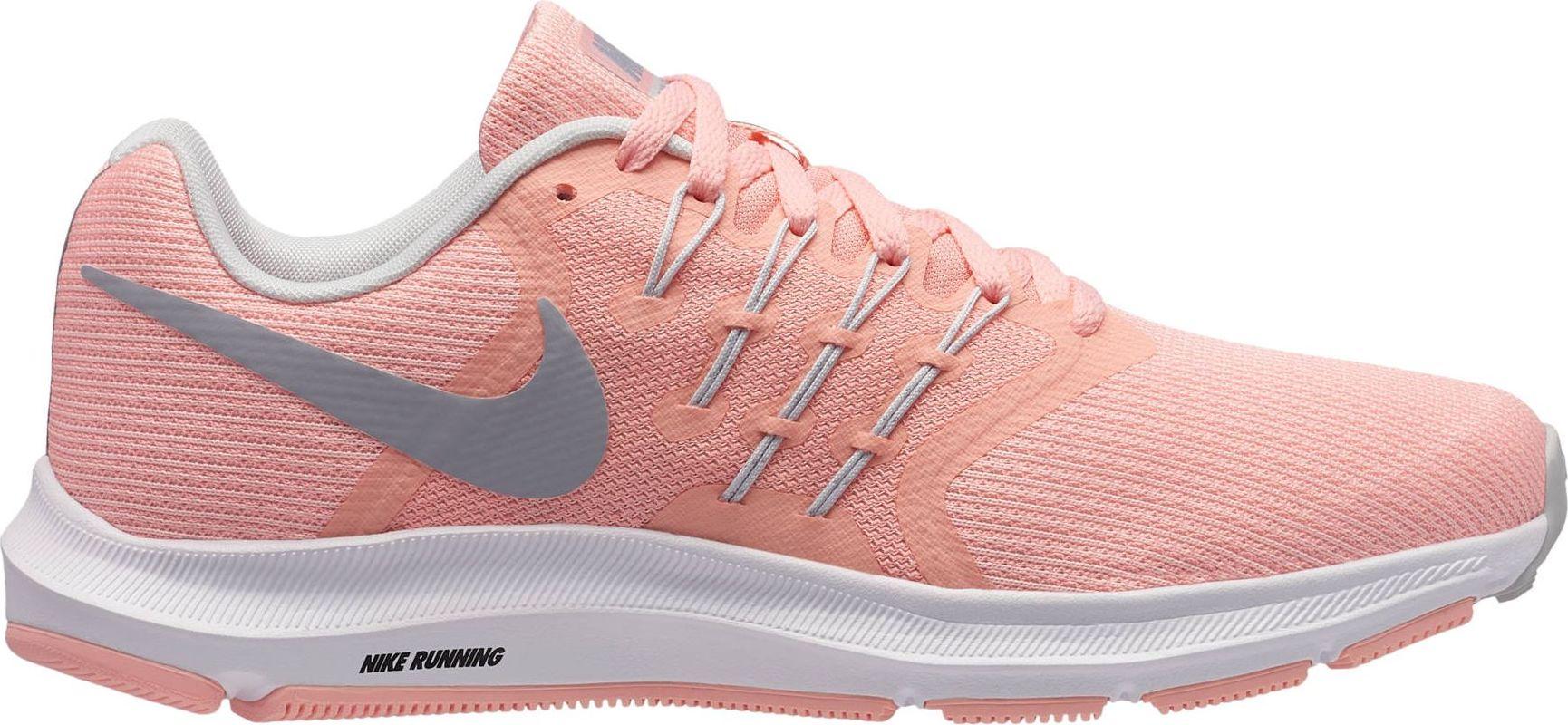 Кроссовки для бега женские Nike Run Swift Running Shoe, цвет: розовый. 909006-601. Размер 6 (35,5)909006-601Женские беговые кроссовки Nike, выполненные из текстиля и пластика, дополнены фирменной нашивкой на язычке. Интегрированные нити Flywire надежно фиксируют среднюю часть стопы, а пеноматериал создает амортизацию.Конструкция из сетки обеспечивает зональную вентиляцию и поддержку. Шнурки с интегрированными нитями для регулируемой поддержки. Подошва с вафельным рисунком повышает амортизацию и упругость. Широкая передняя часть стопы не стесняет движений пальцев. Пеноматериал Cushlon обеспечивает мягкую, но упругую амортизацию и поддержку. Сетка с открытыми отверстиями в передней части стопы для легкости и воздухопроницаемости. Сетка с плотным плетением на боковой части создает надежную поддержку, не жертвуя воздухопроницаемостью. Подошва с рифлением обеспечивает отличное сцепление на любой поверхности. Мягкие и удобные кроссовки превосходно подчеркнут ваш спортивный образ и подарят комфорт.