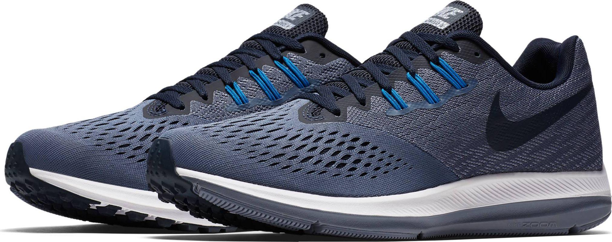 Кроссовки для бега мужские Nike Air Zoom Winflo 4, цвет: синий. 898466-403. Размер 11,5 (44,5)898466-403Мужские беговые кроссовки Air Zoom Winflo 4 от Nike с адаптивной амортизацией и обновленным верхом из сетки Engineered Mesh с видимой технологией Flywire обеспечивают идеальную посадку. Адаптивная сетка Engineered Mesh в передней части стопы для воздухопроницаемости и поддержки. Вставка Zoom Air обеспечивает непревзойденную защиту от ударных нагрузок. Литой боковой барьер из материала Cushlon для плавного перехода с пятки на носок. Жаккардовый трикотаж в средней части стопы и на пятке обеспечивает стабилизацию и воздухопроницаемость без утяжеления. Полноразмерная вставка из твердой резины в вафельной подметке обеспечивает уверенное сцепление на любых поверхностях. Обновленный защитный барьер Crashrail из материала Cushlon по краям подметки действует как амортизатор при контакте с поверхностью и обеспечивает более мягкий и плавный переход с пятки на носок, чем предыдущие модели. Перепад подошвы: 10 мм. Колодка: MR-10.