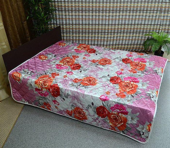 На смену традиционным легким одеялам на кровать пришли стеганые покрывала. В любое время года это покрывало с успехом заменит одеяло и будет более практичным и мобильным – как для просмотра вечернего фильма, так и для укутывания в прохладную ночь.