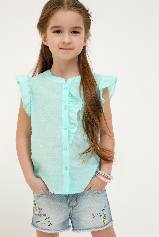 Блузка для девочки Acoola Tualang, цвет: бирюзовый. 20220270030_3100. Размер 12820220270030_3100Стильная блузка для девочки Acoola, изготовленная из хлопка, поможет создать модный школьный образ и станет отличным дополнением к повседневному гардеробу. Модель приталенного кроя с короткими рукавами и круглым вырезом горловины застегивается спереди на пуговицы. Модель будет отлично сочетаться с юбками, а также гармонично смотреться с джинсами и брюками. Мягкая ткань приятна на ощупь и комфортна в носке.