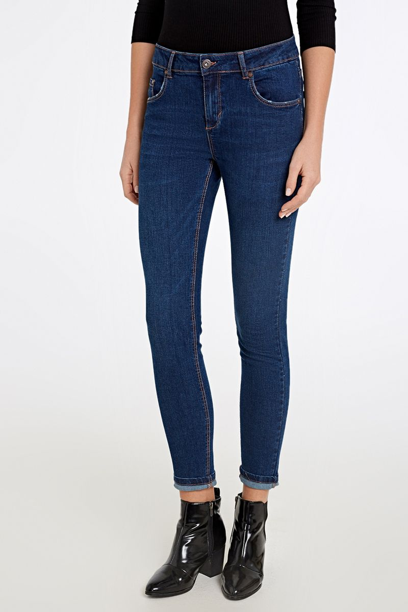 Джинсы женские Concept Club, цвет: синий. 10200160279_700. Размер L (48)10200160279_700Базовые джинсы скинни со средней посадкой, выполненные из эластичного денима. Модель с пятью карманами и застежкой на молнию и пуговицу.
