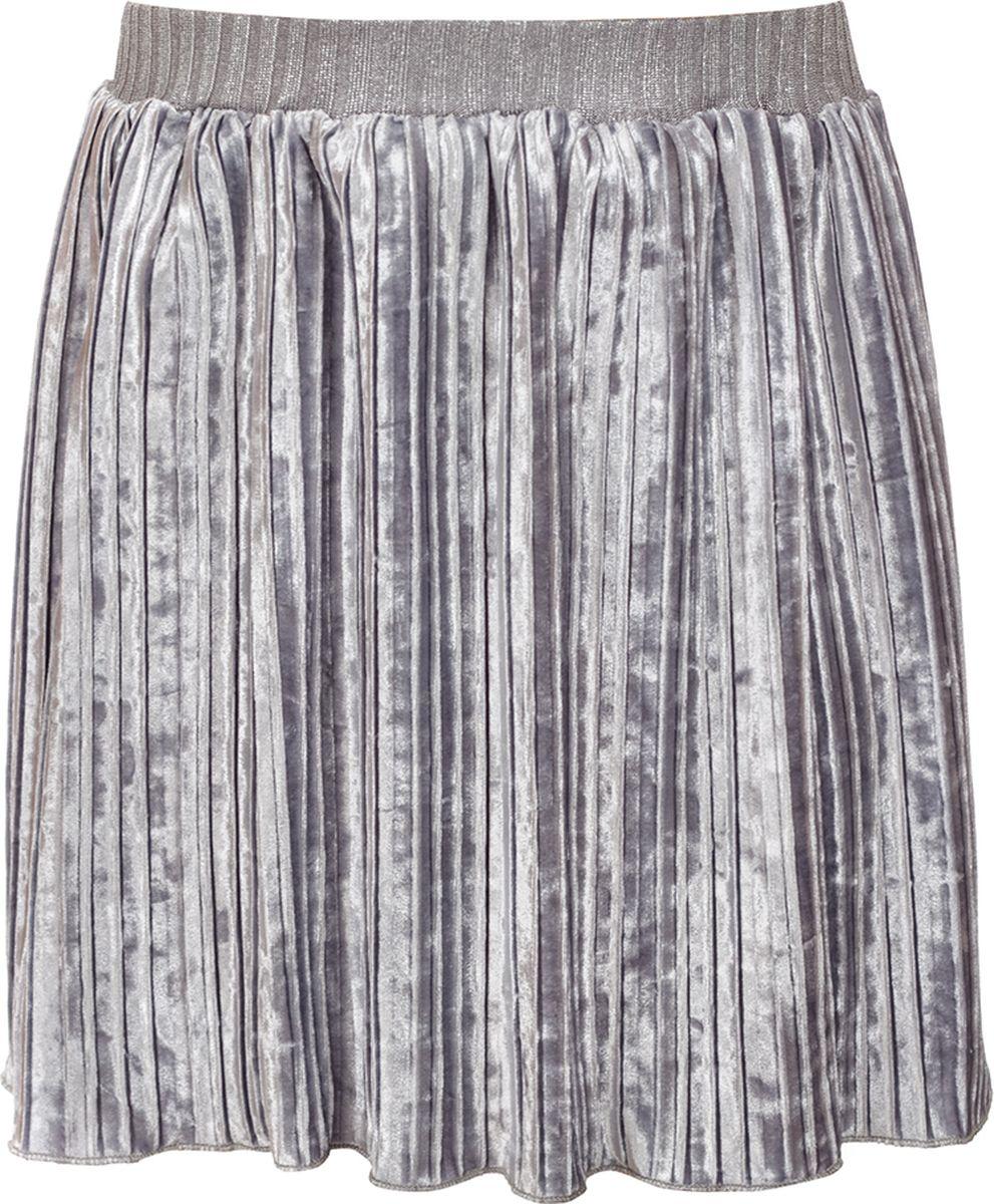 Юбка для девочки M&D, цвет: серый. 182220302_20. Размер 110182220302_20Нарядная юбка от M&D из бархатного плиссе, прямого силуэта, длиною выше колена на поясе из трикотажного полотна на резинке. Рекомендуется предварительная стирка.