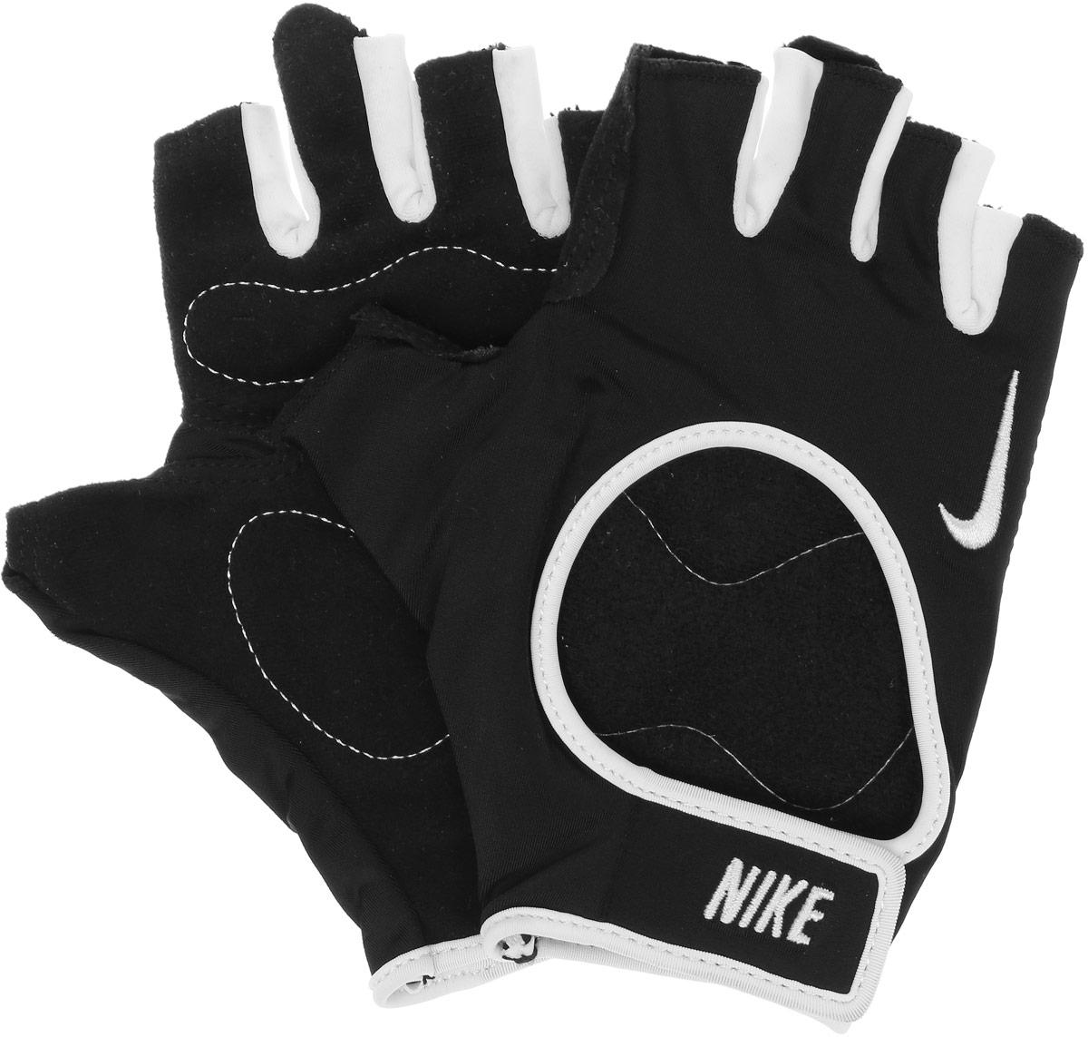 Перчатки для фитнеса женские Nike, цвет: черный, белый. Размер LN.LG.B0.027.LG_черный, белыйЛегкие женские перчатки Nike для зала. Обеспечивают стабильную поддержку во время силовых тренировок. Открытый верх перчаток обеспечивает отличный воздухообмен, благодаря которому Ваши руки будут оставаться сухими. Мягкий и прочный материал на ладони - для комфорта и защиты.
