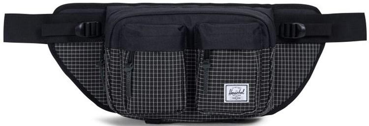 Сумка поясная Herschel Eighteen, цвет: черный, серый, 6 л10018_черный, серыйВместительная поясная сумка с двумя внешними карманами. Эта модельотличается своим объёмом, за счёт которого вы всегда сможете взять собойчуть больше нужных вещей. Удобный поясной ремень позволяет носить сумкутакже через плечо, что несомненно оценят, например, любителивелосипедных прогулок. Особенности:Расширяемое основноеотделение на молнии.2 внешних кармана на молнии. Регулируемыйремень с пряжкой.Фирменная полосатая подкладка.Молнии сдеталями из кожи.Ярлычок с логотипом Herschel.Длина ремня 90 см. Объем: 6 л.Материал: 100% полиэстер.