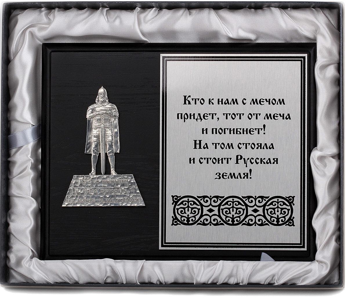 """Панно """"Александр Невский"""": строгая геометрия и умелое сочетание цветовой гаммы подчеркивает стиль данного подарка."""