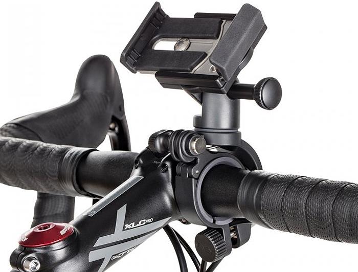 Joby GripTight Bike Mount PRO велосипедный держатель для смартфонаJB01391-BRUДержатель GripTight Bike Mount PRO позволяет закрепить смартфон на руль велосипеда. Новый усовершенствованный зажим для смартфона надежно зафиксирует устройство благодаря стальным пластинам и надежному фиксирующему замку. Имеется возможность установки смартфона в горизонтальное и вертикальное положение, менять угол наклона для исключения бликов на экране. Используя крепление GripTight Bike Mount PRO с двумя посадочными местами, можно одновременно закрепить на руле велосипеда смартфон, фонарик, велокомпьютер и другие аксессуары. Идущие в комплекте резиновые вставки позволяют установить крепление практически на любой руль диаметром от 22,2 мм до 35 мм. Это обеспечивает совместимость комплекта с широким модельным рядом горных, дорожных, гибридных велосипедов, круизеров и прочих. Надежная стабильная фиксация смартфона благодаря усовершенствованному зажиму со стальными пластинами и надежным фиксирующим замком. Установка смартфона вертикально или горизонтально , возможность менять угол наклона Совместим с рулем диаметром от 22,2 мм до 35 мм Быстрый легкий способ снять и закрепить все необходимые устройства одним движением на руль велосипеда