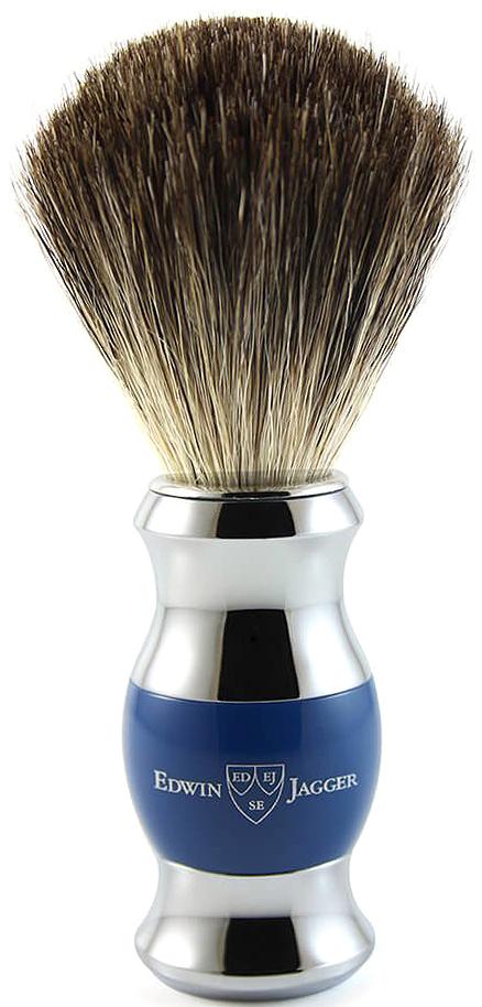 Edwin Jagger Помазок барсучий ворс, цвет: темно-синий. 81SB353CR81SB353CRЭлегантный помазок для бритья от английского бренда Edwin Jagger. Кисточка помазка, изготовлена из натурального барсучьего ворса, обеспечивает густую пену при бритье. Ручка помазка, это комбинация синтетической, полированной смолы и хромированной отделки. Тип ворса Pure badger имеет свойство длительного удерживания воды, поэтому помазок с барсучьим ворсом этого типа значительно облегчает создание густой пены. Дополнительно ручка помазка украшена логотипом производителя Edwin Jagger. Помазок обладает средними габаритами и идеально подойдет как новичкам, так и ценителям классического бритья. Поставляется в элегантной, оригинальной упаковке производителя.