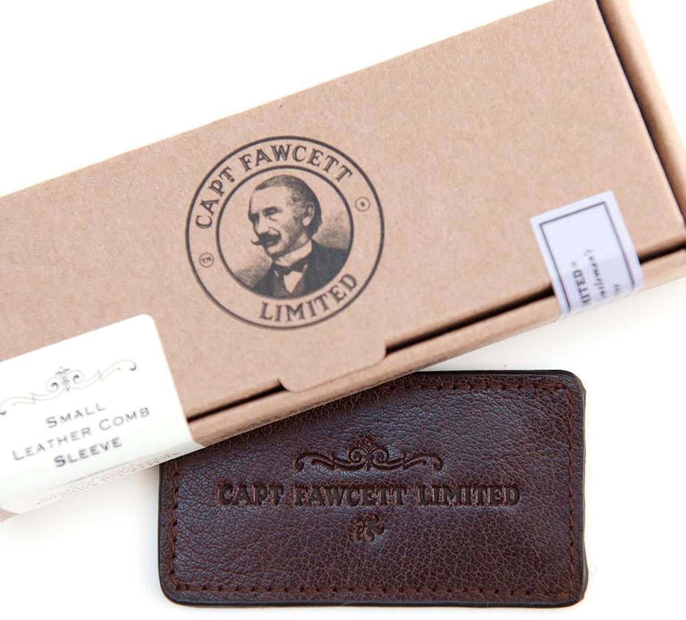 Captain Fawcett Чехол для расчески для усовCF379Красивый чехол ручной работы из растительно окрашенной натуральной кожи. Послужит отличным аксессуаром для вашей расчески от Captain Fawcett. Идеальный подарок себе или счастливому владельцу такой расчески.