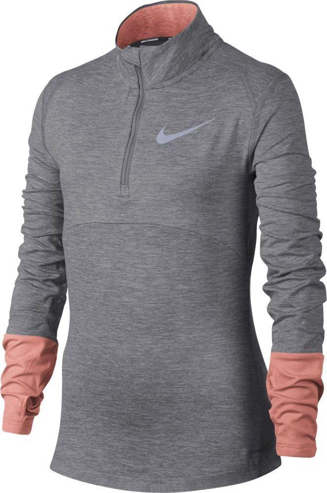 Футболка с длинным рукавом для девочки Nike Dry Element, цвет: серый, розовый. 890206-028. Размер M (140/146)890206-028Обновленная беговая футболка для девочек Nike Dry Element с сетчатыми вставками, эргономичными отверстиями для больших пальцев и светоотражающими элементами идеально подходит для длинных дистанций. Ткань Nike Dry отводит влагу и обеспечивает комфорт. Молния до середины груди обеспечивает регулируемую защиту. Сетка в ключевых зонах для повышенной вентиляции. Эргономичные отверстия для больших пальцев выполнены с учетом формы кисти для комфортной посадки. Воротник удерживает тепло и не смещается благодаря специальной конструкции. Слева на груди в технике трафаретной печати нанесен светоотражающий принт Swoosh.