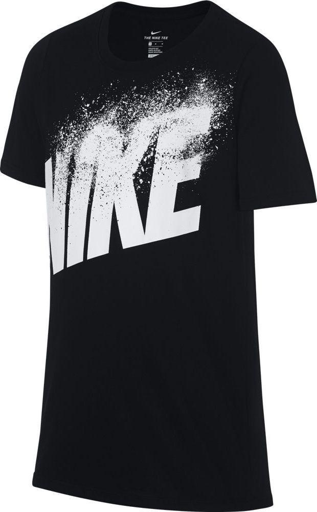 Футболка для мальчика Nike Dry, цвет: черный. 913113-010. Размер XS (122/128)913113-010Футболка от Nike выполнена из хлопкового трикотажа. Модель с короткими рукавами и круглым вырезом горловины спереди оформлена принтом с логотипом бренда.