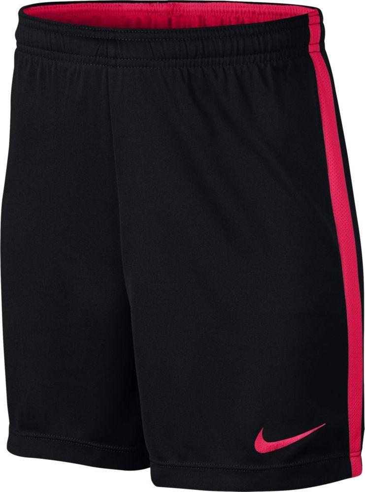 Шорты для мальчика Nike Dry Academy, цвет: черный, розовый. 832901-016. Размер M (140/146)832901-016Трикотажная ткань в детских футбольных шортах Nike Dry отводит влагу от кожи, а сетка в подкладке пояса и легендарных боковых полосах Nike Football усиливает воздухопроницаемость, обеспечивая высокую скорость на протяжении всей игры. Ткань Nike Dry отводит влагу на поверхность ткани, где она быстро испаряется, обеспечивая комфорт. Плоский шнур-кулиса обеспечивает заниженную индивидуальную посадку. Легендарные боковые полоски Nike Football из дышащей сетки. Подкладка пояса выполнена из контрастной сетки. Длина до колена для оптимального диапазона движений.