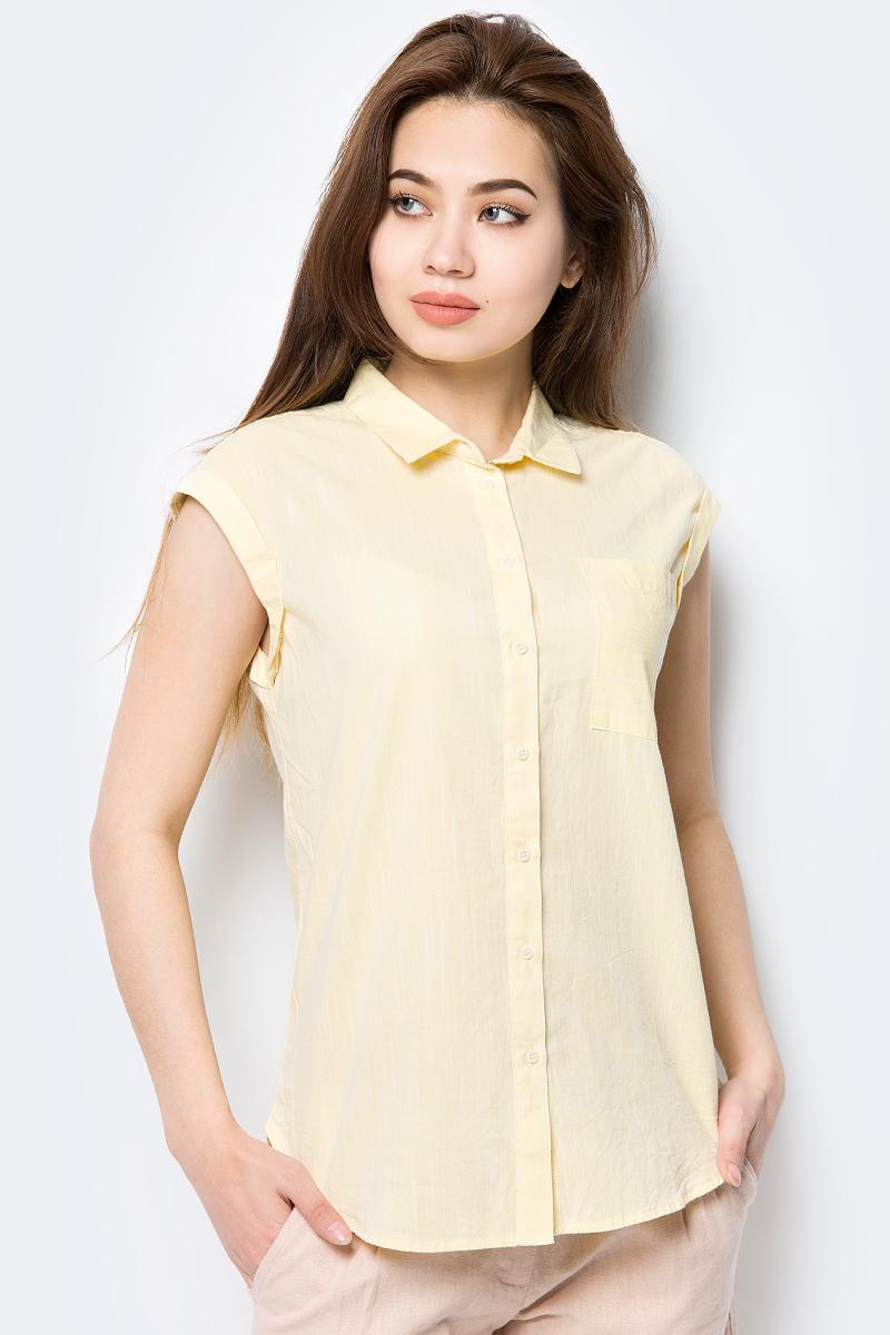 Блузка женская Sela, цвет: ванильный. Bs-312/021-8213. Размер 50Bs-312/021-8213Блузка женская Sela выполнена из 100% хлопка. Модель с отложным воротником и нагрудным карманом застегивается спереди на пуговицы.