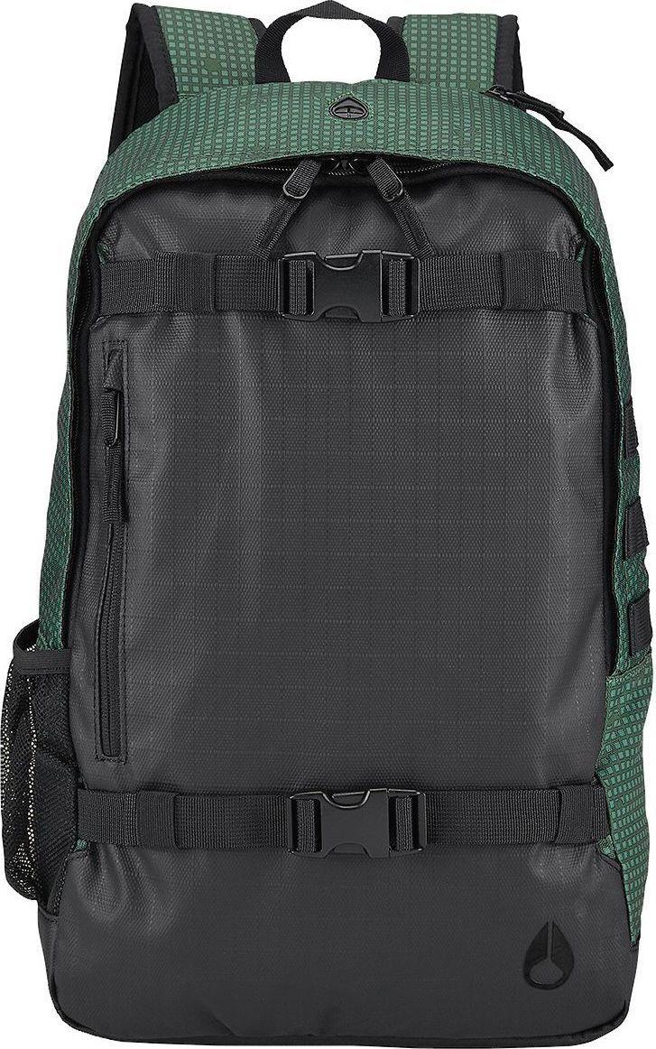 Рюкзак Nixon Smith II, цвет: черный, болотный, 23,8 л. C1954-2641-00C1954-2641-00Смело берите с собой в дорогу ноутбук - в прочном рюкзаке из полиэстера со специальным с влагозащитным покрытием для него есть специальное мягкое отделение. Также в наличии медиакарман с отверстием для наушников, сетчатый карман для бутылки и, конечно же, регулируемые ремни для скейта.Особенности:Основное отделение на молнии Внутренний медиа-карман Ремни для крепления скейта Мягкая прочная задняя панель Регулируемые мягкие лямкиКорпус: 600D полиэстер с 1200D полиуретановым покрытием Rip StopПодкладка: полиэстер 210D Объем: 23,8 л. Материал: 600D полиэстер с 1200D полиуретановым покрытием Rip Stop, подкладка: полиэстер 210D.