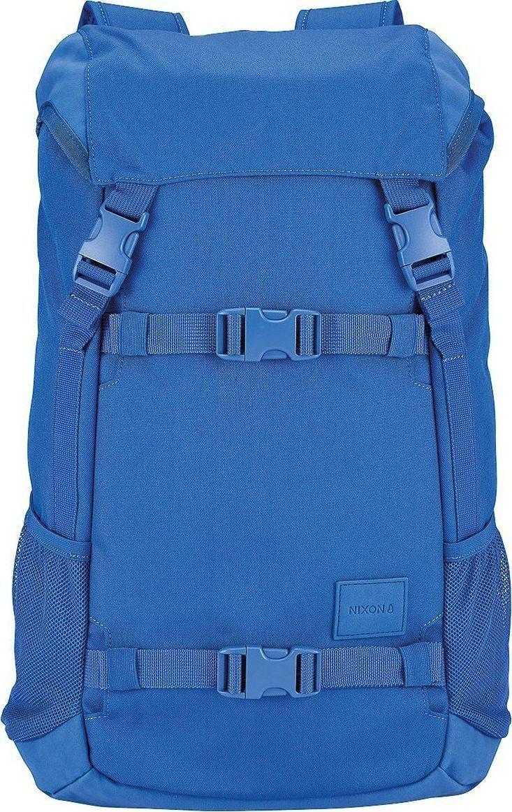 Рюкзак Nixon Landlock SE, цвет: синий, 33 л. C2394-369-00C2394-369-00Вместительный рюкзак с креплениями для доски. Теперь Вы можете смело отправляться на самый дальний спот, захватив с собой все необходимое и даже больше. Nixon Landlock отлично подойдет для путешествий: благодаря полезному объему в 33 литра Вам, возможно, даже не придется брать с собой чемодан. А слегка аутентичный вид отлично впишется в Ваш городской лук, добавив стиля. Особенности: Внешние крепления для доски Ручка для переноски Кожаный логотип Основной отсек закрывается на верхний клапан и дополнительно утягивается шнурком Внутренние карманы на молнии в основном отсеке Эргономичная мягкая спинка Мягкие лямки Боковые карманы Объем: 33 литра Материал: прочный полиэстер 600D Материал подкладки: полиэстер 210D.