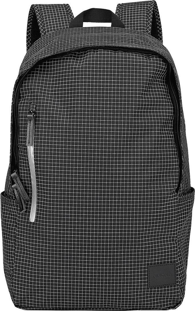 Рюкзак Nixon Smith SE, цвет: черный, белый, 21 л. C2397-2426-00C2397-2426-00Чистый дизайн, идеальная форма. Nixon Smith несомненно понравится тем, кто любит держать вещи в полном порядке, но при это отдает предпочтение простому силуэту без множества внешних карманов.Особенности: Ручка для переноски Кожаный логотип Основной отсек на молнии Внутренние карманы на молнии в основном отсеке Эргономичная мягкая спинка Внешний вертикальный карман на молнии Мягкие лямки Боковые карманы Объем: 21 литр Материал: 100% полиэстер 600D Материал подкладки: полиэстер 210D с принтом в виде логотипа.