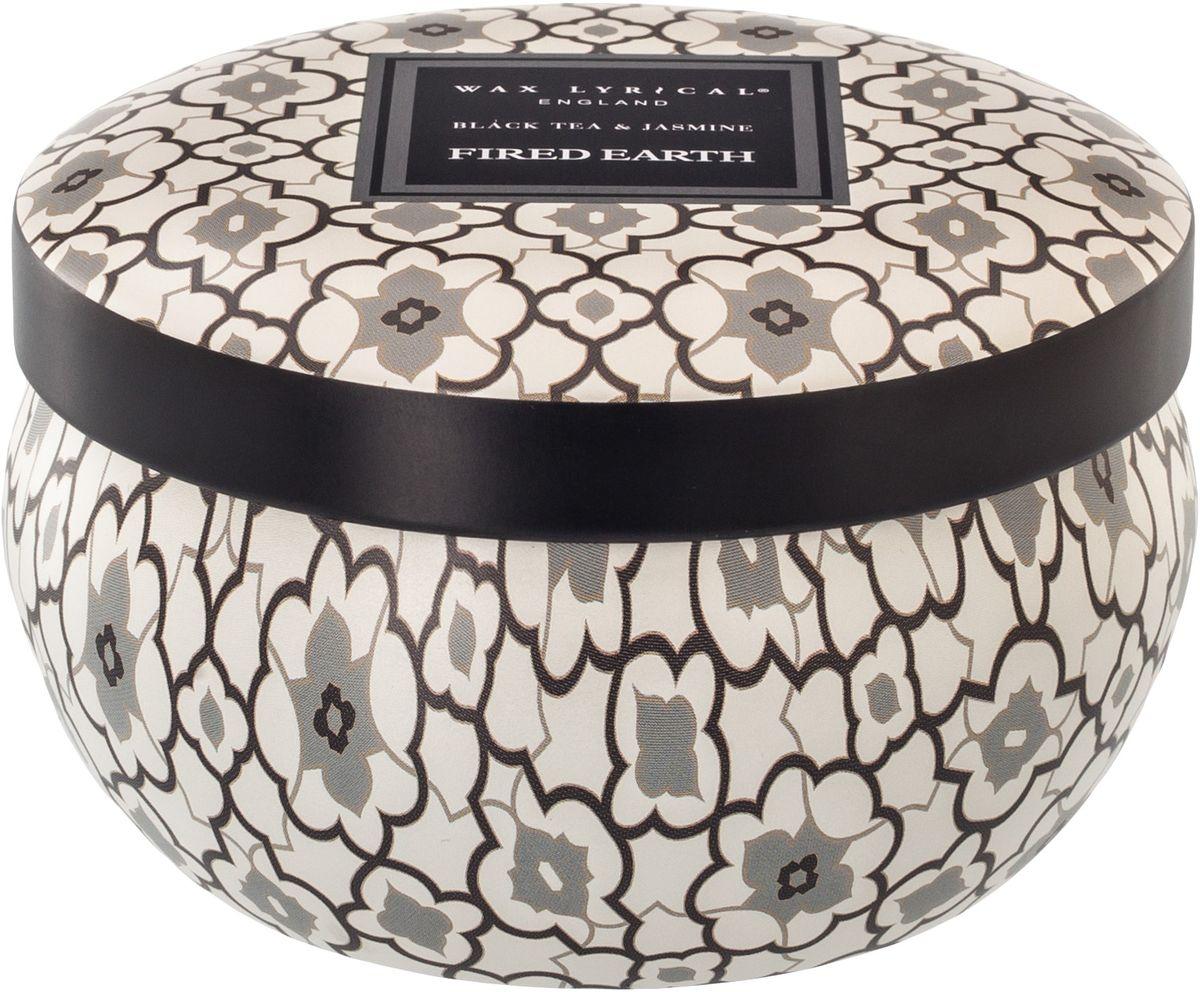 Свеча ароматическая Wax Lyrical Черный чай и жасмин, 230 гFE0804Роскошный, сильный, благородный, иногда прямолинейный аромат. В нем соединены пряные ноты восточных специй, теплые аккорды цветов герани и обрамили получившийся микс мягкой амброй и легкими оттенками черного чая. Настоящим украшением аромата стали вошедшие в парфюмерную композицию эфирные масла гвоздики, эвкалипта, гваякового дерева и лимона. Уникальный аромат для уникальных людей. Как правильно пользоваться свечами? Холодное время года особенно располагает к использованию свечей. И для того, чтобы они служили долго и действительно радовали вас необходимо соблюсти несколько нехитрых правил: перед каждым зажжением свечи подрезайте фитиль, его оптимальная высота 5-6 мм — с подрезанным фитилем свеча горит ровно и красиво; при первом зажигании, дайте поверхности свечи полностью расплавиться, таким образом вы избежите тоннельного эффекта, и свеча сгорит практически без остатка; ставьте зажженную свечу на ровную поверхность - это также позволит ей прогорать равномерно и радовать вас своей красотой и ароматом.