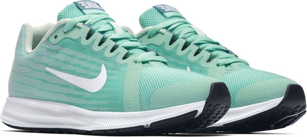 Кроссовки для девочки Nike Downshifter 8, цвет: бирюзовый. 922855-301. Размер 4,5Y (35,5)922855-301Беговые кроссовки для девочек Nike Downshifter 8 в минималистичном стиле выполнены из легкой однослойной сетки с обновленной амортизирующей стелькой — еще более мягкой, чем в предыдущих версиях. В сочетании с эластичными желобками и резиновой подметкой это обеспечивает плавную амортизацию. Верх из легкой сетки обеспечивает вентиляцию и комфорт. Обновленная подошва для мягкой и упругой амортизации. Полноразмерная резиновая подметка обеспечивает прочность и сцепление с любой поверхностью.