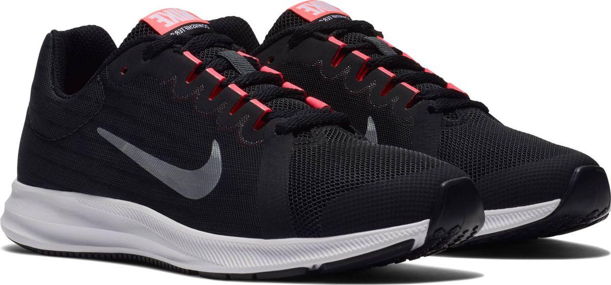 Кроссовки для девочки Nike Downshifter 8, цвет: черный. 922855-001. Размер 5,5Y (37)922855-001Беговые кроссовки для девочек Nike Downshifter 8 в минималистичном стиле выполнены из легкой однослойной сетки с обновленной амортизирующей стелькой — еще более мягкой, чем в предыдущих версиях. В сочетании с эластичными желобками и резиновой подметкой это обеспечивает плавную амортизацию. Верх из легкой сетки обеспечивает вентиляцию и комфорт. Обновленная подошва для мягкой и упругой амортизации. Полноразмерная резиновая подметка обеспечивает прочность и сцепление с любой поверхностью.