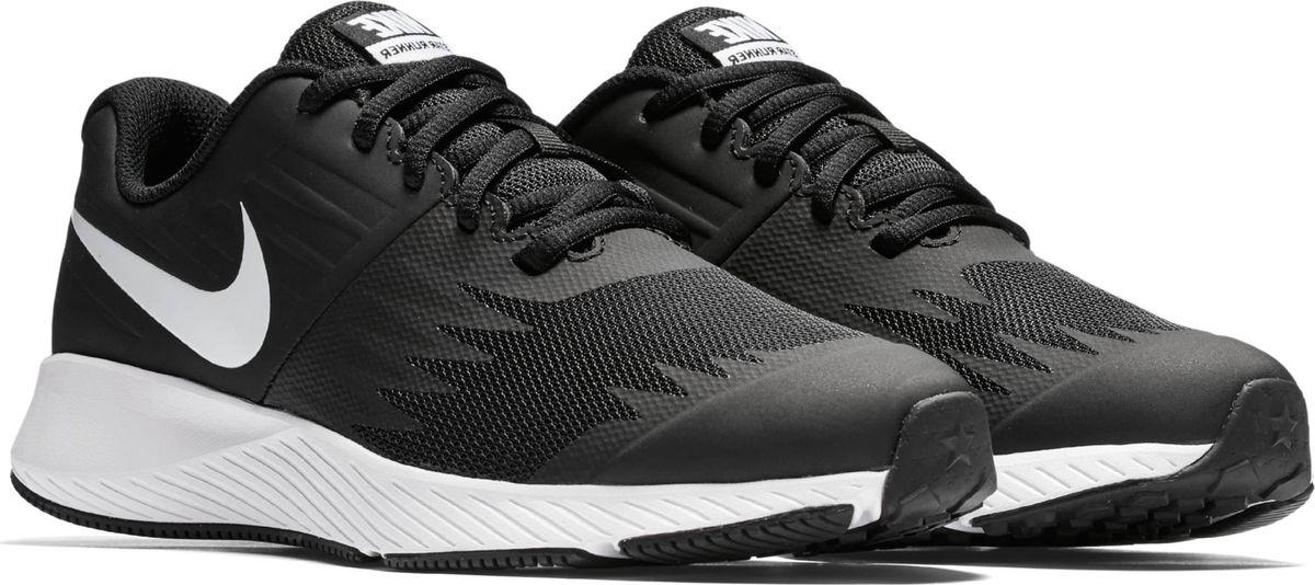 Кроссовки для мальчика Nike Star Runner, цвет: черный. 907254-001. Размер 5,5Y (37)907254-001Функциональная модель для высокой скорости. Беговые кроссовки для мальчиков Nike Star Runner, сочетающие стремительный дизайн с функциональным низким профилем для комфорта, разработаны специально для юных атлетов. Верх из эластичного материала обеспечивает поддержку, а подметка из прочной резины дополнена вдохновленными созвездиями выступами в форме звезд. Эластичный верх с кожаными элементами для дополнительной поддержки. Легкая подошва из пеноматериала во всю длину стопы для адаптивной амортизации. Резиновая подметка с напоминающим звезды рисунком создает надежное сцепление. Анатомическая подметка для гибкости и естественности движений.