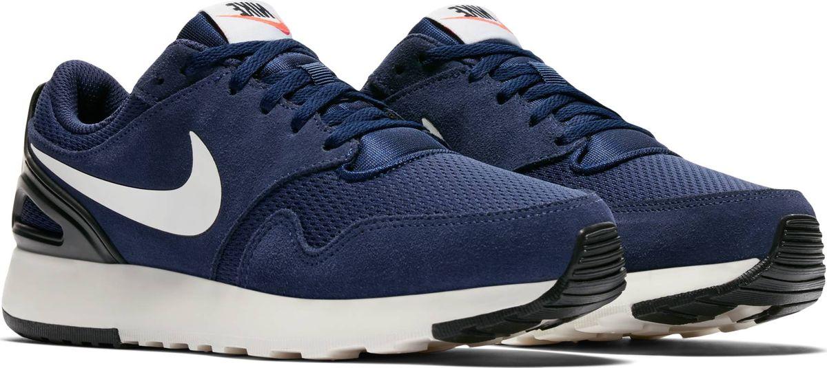 Кроссовки для мальчика Nike Vibenna, цвет: синий. 922907-400. Размер 4,5Y (35,5)922907-400Стиль ретро. Мягкость и комфорт. Беговые кроссовки для мальчиков дошкольного возраста Nike Vibenna, созданные под вдохновением от классической беговой модели 8-х, обеспечивают комфорт на современном уровне, сохраняя вид в стиле ретро. Инжектированная цельная подошва обеспечивает прочность и мягкую амортизацию, а подметка с гибкими желобками повторяет движения стопы в области пальцев. Накладки из замши и текстиля усиливают поддержку. Инжектированная цельная подошва из пеноматериала для мягкой амортизации. Резиновые накладки для оптимального сцепления и прочности. Эластичные желобки в передней части для дополнительной гибкости.